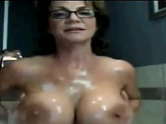 busty-mature-woman-in-the-bath-tub