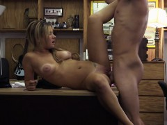 amateur-and-blonde-waitress-gets-fucked