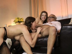 Cutie Cocksucking Old Guy In Threeway