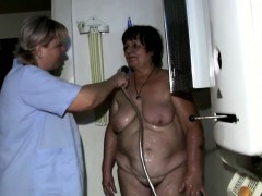 granny-showered-by-lesbian-nurse