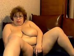 mature-russian-bbw-masturbates