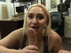 giant-butt-amateur-blows-cock-in-pov