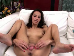 skinny-milf-khloe-kash-puts-on-a-good-show