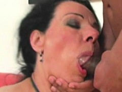 mature-frida-eating-knob