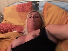mature stunner doing her pussy with a dildo