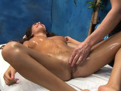 sexy-bombshell-supplicate-her-therapist-to-drill-her