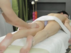 horny-babe-viola-gets-fucked-in-the-ass-by-a-new-masseur