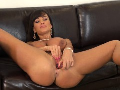 fascinating cougar with huge breasts lisa ann masturbates on the couch