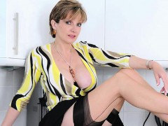 Adulterous Uk Mature Gill Ellis Shows Her Heavy Titties