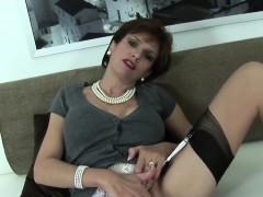 adulterous-british-milf-lady-sonia-displays-her-big-boobs