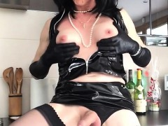 Horny Shemale Dressed In Black Latex Takes Out Her Bulging