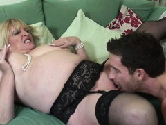 real-mature-mom-fucked-by-her-toy-lesley-from-onmilfcom