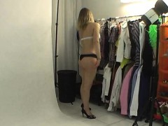 natural girl shows her body in backstage