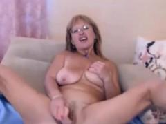 amateur-blonde-mature-masturbating