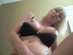beautiful-busty-milf-likes-penis-and-cock-sucking-driving