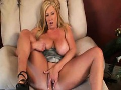 swinger-zoey-andrews-is-a-bbw-slut-tena