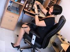 milf-secretary-earleen