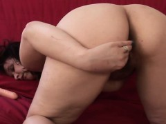 amateur-housewife-playing-with-her-melvina-from-1fuckdatecom