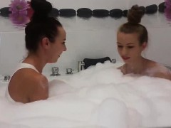 hot-teen-webcam-girls-take-a-bath-together