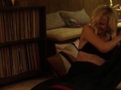 Malin Akerman and Kate Micucci – Easy s01e06