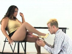 chicks-penetrate-dudes-anal-hole-with-huge-strap-ons-and-spl