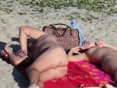 hot-nude-amateur-beach-voyeur-close-up-pussy