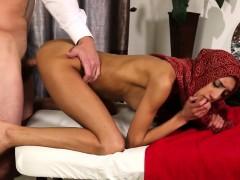 muslim-babe-massaged-before-doggystyle