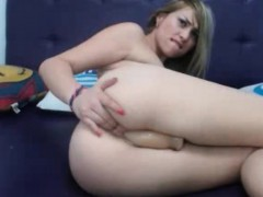 bigass-amateur-blonde-girl-masturbate-in-webcam