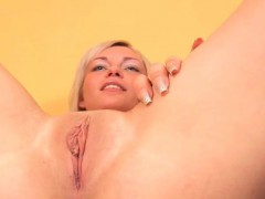 fervent-nympho-is-gaping-yummy-cunt-in-close-up-and-having-o