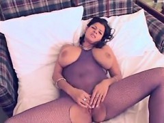 queen-with-giant-natural-boobies-manda