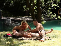 blonde-fingered-in-3way