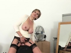 unfaithful-uk-mature-lady-sonia-exposes-her-huge-boobs