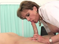 unfaithful-uk-mature-lady-sonia-displays-her-heavy-tits