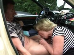 mutti-ist-taxifahrerin-und-fickt-gerne-mal-mit-ihren-kunden