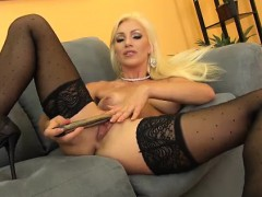 blonde cameron dee cute and solo