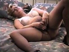 sexy-wife-toying-her-muff