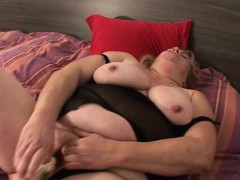 huge-chunky-girlie-milf-playing-wi-collen
