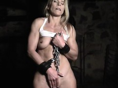 claire-masturbates-while-restrained