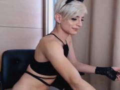 stunning-shemale-masturbate-her-cock-on-cam