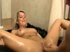 extrem fisting beim lesbensex in der dusche