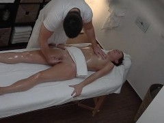 freaky-masseur-cumming-to-his-client