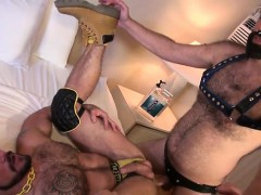 muscle-bear-bareback-with-cum-eating