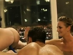 pretty-women-and-nasty-dudes-have-fun-in-the-bathtub