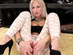 kinky czech chick stretches her spread muffin to the extreme