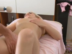 sexy-beauty-likes-perverted-massage-a-lot