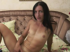 Incredible Lera Knows How To Play With Herself