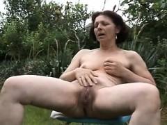 mature-mama-jetting-izetta-from-dates25com