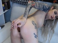 gorgeous-babe-fingering-and-toying-pussy