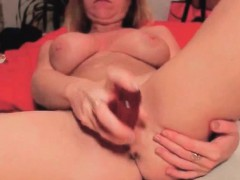 milf-penetrated-in-both-holes-with-fingers