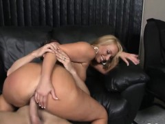 ravishing-blonde-honey-has-her-beaver-pumped